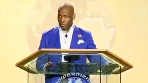 060414-national-pastor-jamal-bryant-says-controversial-loyal-lyric-during-sermon